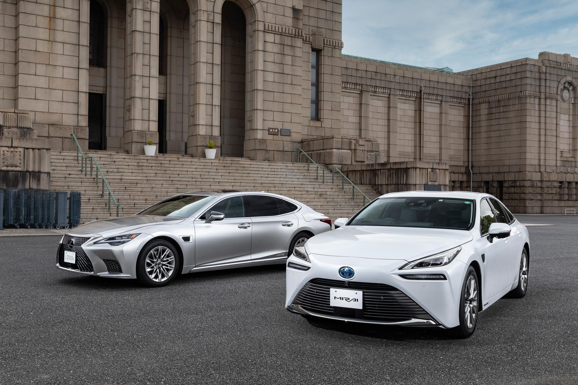 Toyota lanza LS y Mirai!